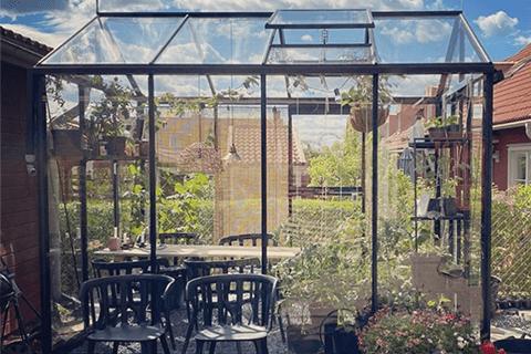 Serralux Kampanj, Svart Växthus, Classicum